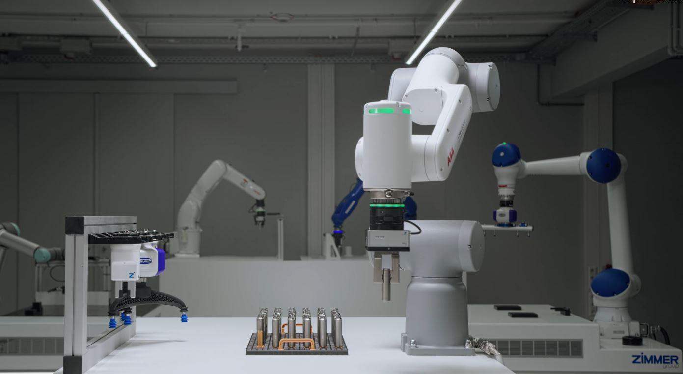 Plateforme multifonctionnelle pour robots et cobots